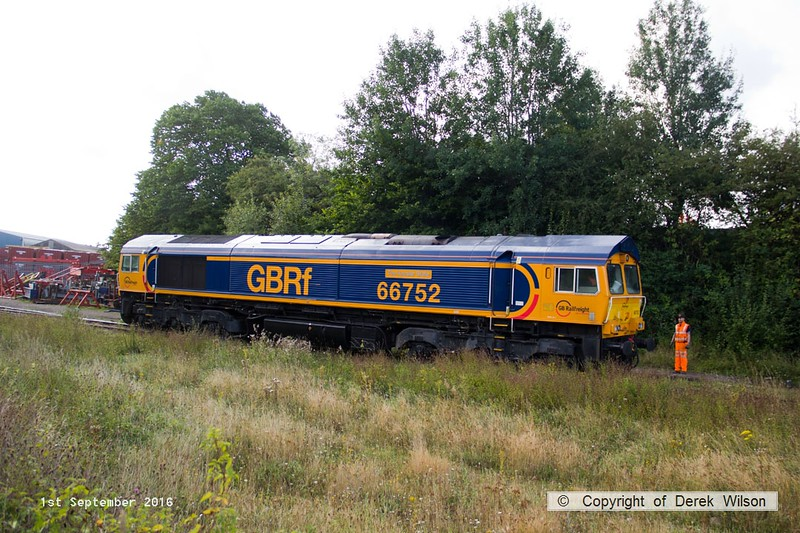 160901-001  GB Railfreight class 66/7 no 66752 The Hoosier State is seen at Shirebrook, passing along W.H. Davis's exchange siding.