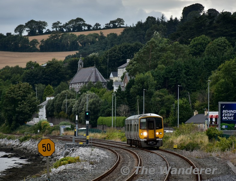 2601 + 2602 arrives at Glouthaune with the 1615 Cork - Midleton. Sat 27.08.16