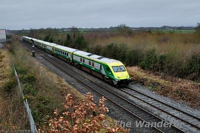 4008 arrives into Portlaoise with the 1220 Cork - Heuston. Thurs 21.01.16