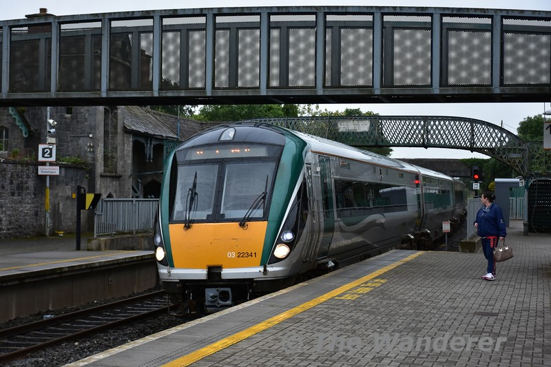 22041 arrives at Portlaoise with the 1505 Galway - Heuston Thurs 30.06.16