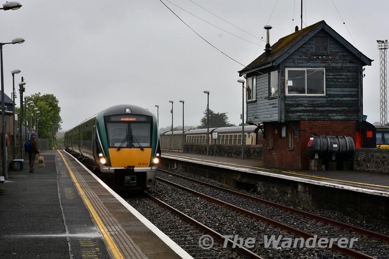 22043 arrives at Longford with the 1705 Connolly - Sligo. Sun 19.06.16