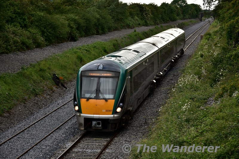 22007 passes Killenard with the 1730 Portlaoise - Heuston. Wed 22.06.16
