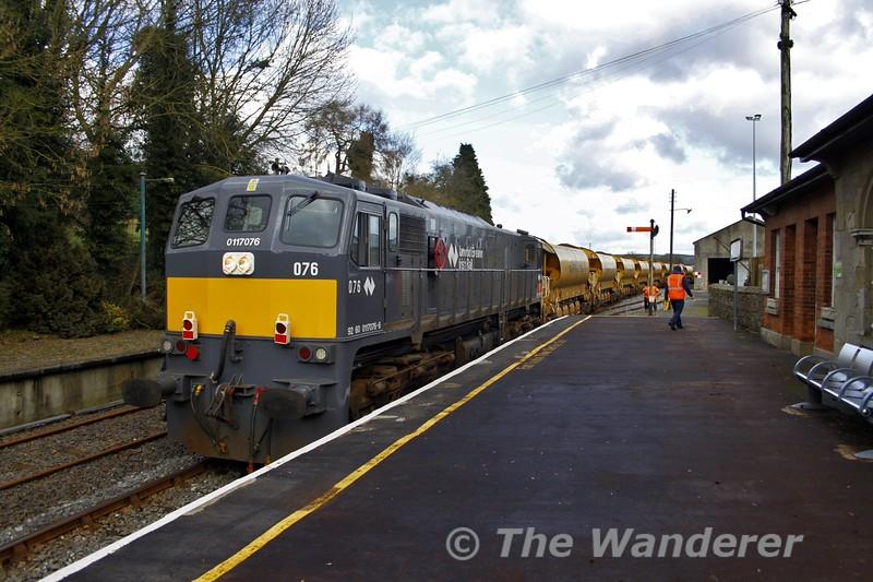 076 at Roscrea with the Autoballast train. Fri 04.03.16