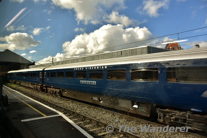 Moments before the 1320 Enterprise service departed the Belmond Grand Hibernian arrived from Heuston. Sat 15.10.16