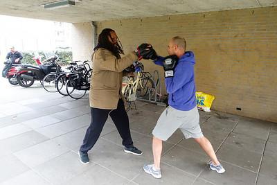 boxtraining van Patrick Mathurin, op straat, Cruquiusweg, 24 maart 2016, foto: Katrien mulder