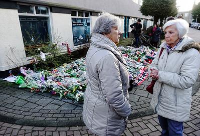Amsterdam, Betondorp, rouw na de dood van Johan Cruyff bij het huis waar hij opgroeide. foto: Katrien Mulder