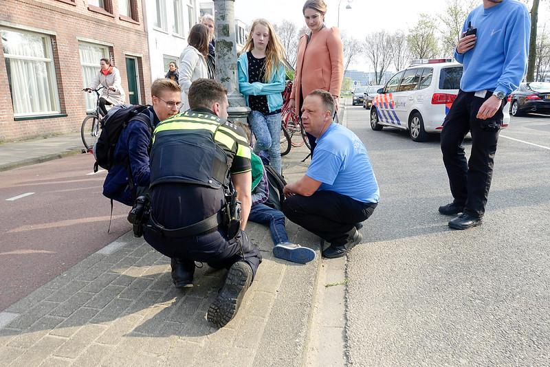 Amsterdam, Jongen is aangeroden op de fiets door een scooter die daarna is doorgereden, 14 april 2016, foto: Katrien mulder