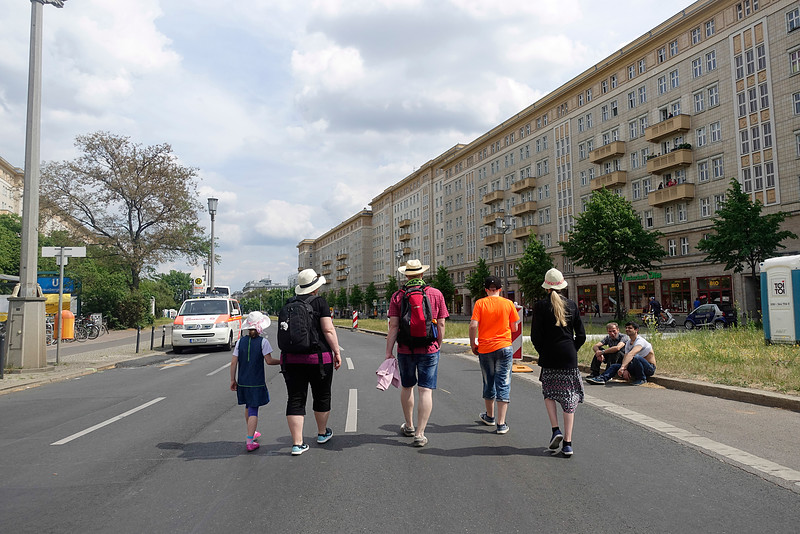 Berlijn, 21 mei 2016, formula E race, rondom het circuit omgeving Karl Marx allee, foto: Katrien Mulder