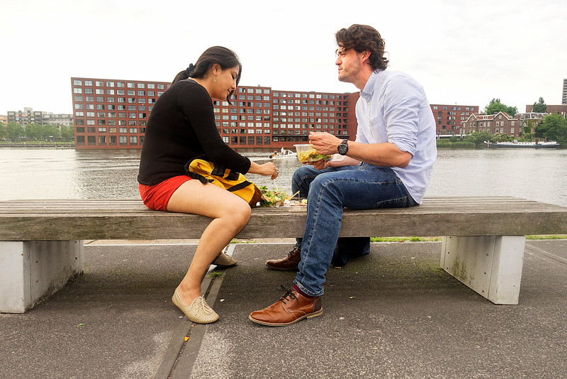Amsterdam, Veemkade, 7 juni 2016, foto: Katrien Mulder.<br /> Adriana komt uit Bolivia en Bram uit Breda. Hij backpackte in Bolivia, drie jaar geleden. Vandaar, Ze wonen  pas heel kort in Amsterdam.