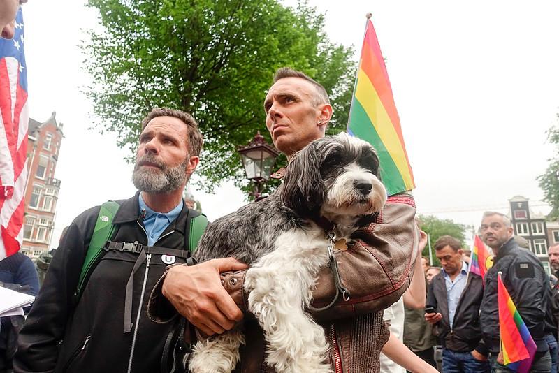 Amsterdam, bijeenkomst bij het homo monument, naar aanleiding van massamoord in Orlando, 13 juni 2016, foto: Katrien Mulder