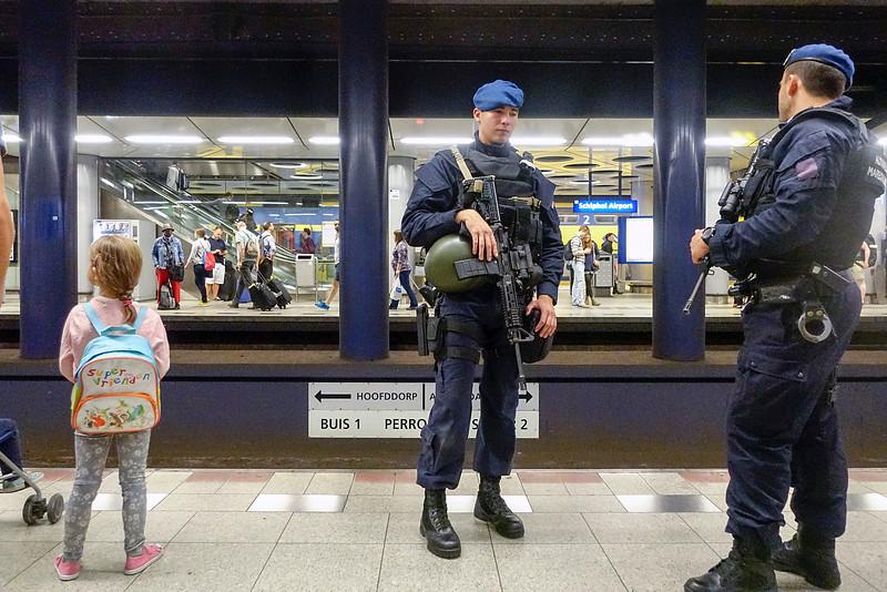 Nederland, Schiphol. 30 juli 2016, terreurdreiging, terror threat, foto: Katrien Mulder