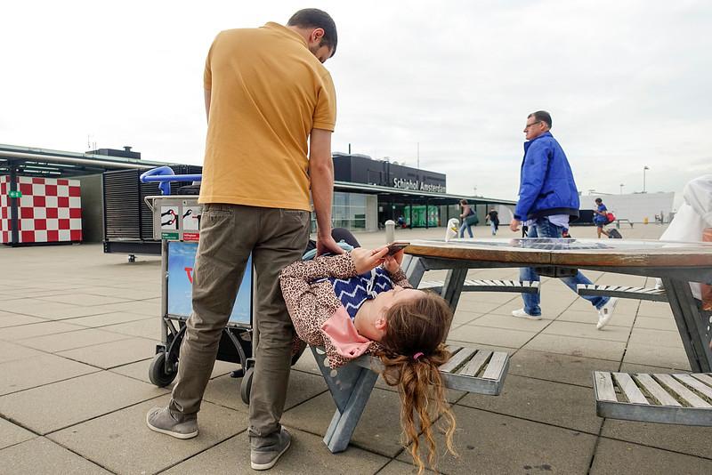 Nederland, Schiphol. 30 juli 2016,  Vliegtuig gemist vanwege controles in verband met terreurdreiging,  foto: Katrien Mulder