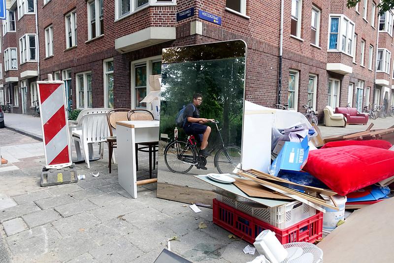 Nederland Amsterdam, Transvaalbuurt, Amsterdam Oost, de laatste dag van de maand is een verhuisweekend, vooral wanneer die dag in het weekend valt, the last day of the month is a  moving weekend, especially when that day is in the weekend.. 31 juli 2016, foto: Katrien Mulder