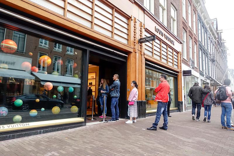 Nederlands, Amsterdam. Louis Vuitton winkel, P.C. Hooftstraat,  2 augustus 2016, foto: Katrien Mulder