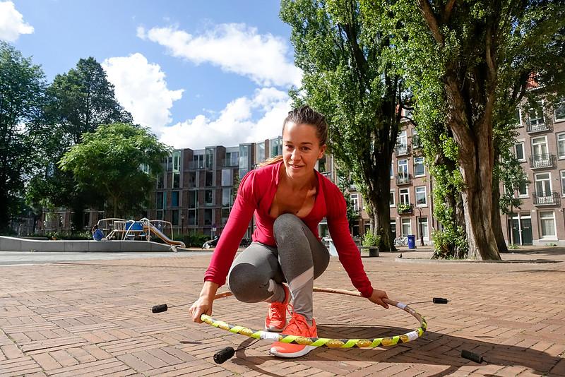 Nederland, Amsterdam, Rebeca from Ibiza, acrobat, 9 augustus 2016, foto: Katrien Mulder
