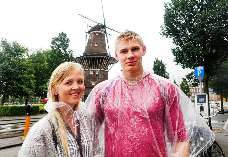 Nederland, Amsterdam,  Amsterdam oost, 11 augustus 2016, heel slecht weer, very bad weather, toeristen uitFinland, foto: Katrien Mulder