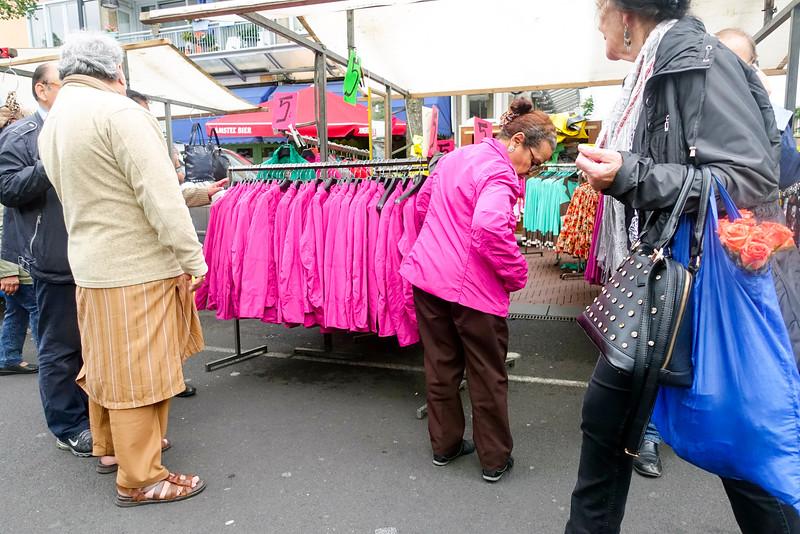 Nederland, Amsterdam, goedkope kleding, 12 augustus 2016, foto: Katrien Mulder