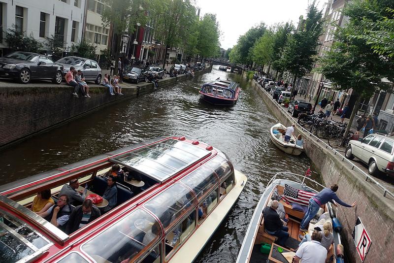 Nederland, Amsterdam,   bijna botsingen in de gracht,  14 augustus 2016,  , foto: Katrien Mulder