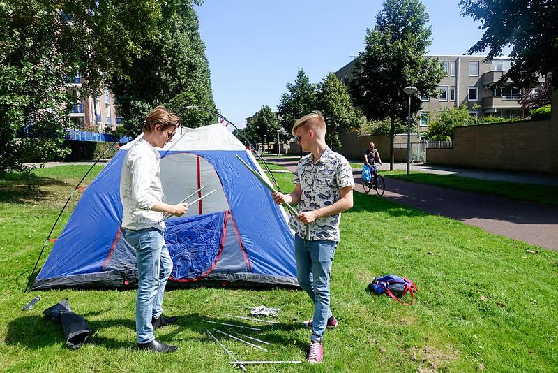 Nederland, Amsterdam, Cruquiusweg, 16 augustus 2016, Floris en Teun bereiden zich voor op Lowlands, Teun and Floris and preparing for Lowlands, foto: Katrien Mulder