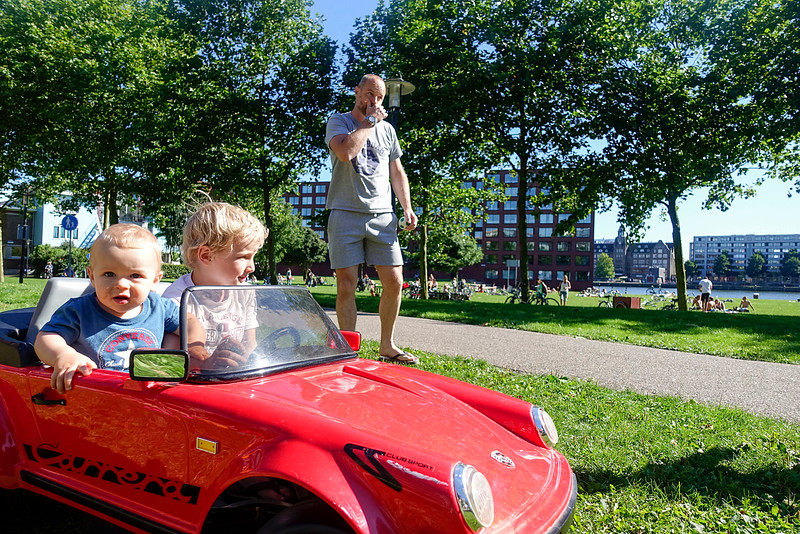 Nederland, Amsterdam, Java-eiland 17 augustus 2016, London driving his Porsche Carrera built in 1976, foto: Katrien Mulder