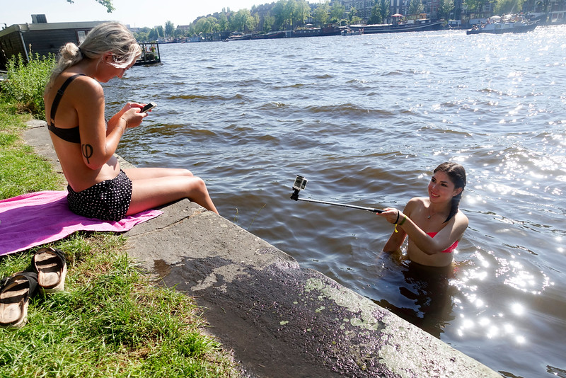 Nederland, Amsterdam, selfie in the Amstell, 25 augustus 2016, foto: Katrien Mulder/HH