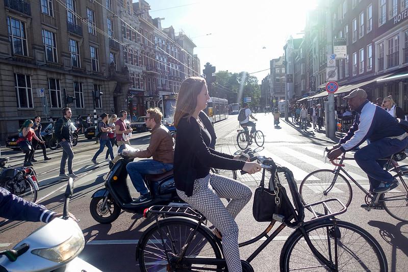Nederland, Amsterdam, 5 september 2016, spitsuur kruispunt prins hendrikkade martelaarsgracht, foto: Katrien mulder