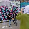 Nederland, Amsterdam, 26 september 2016, drie vriendinnen maken een filmpje met de app musical.ly, three girlfriends making a movie with the app musical.ly, foto: Katrien Mulder