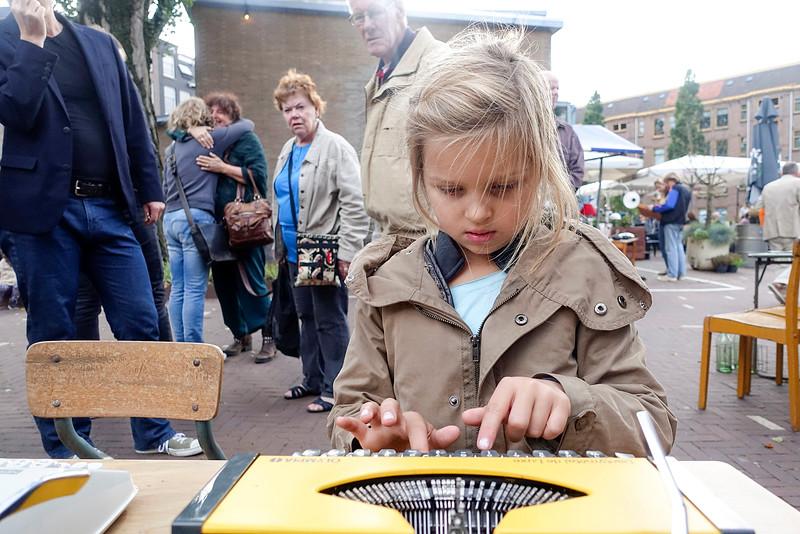 Nederland, Amsterdam, Amsterdam Oost, Javaplein, 1 oktober 2016, typmachines op de rommelmarkt, foto: Katrien Mulder