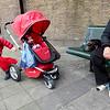 Nederland, Amsterdam, Amsterdam Oost, 9 oktober 2016, De Bulgaarse Bohzirka op stap met haar kleindochter Stacey , die er op stond de buggy mee  te nemen voor haar pop, foto: Katrien Mulder
