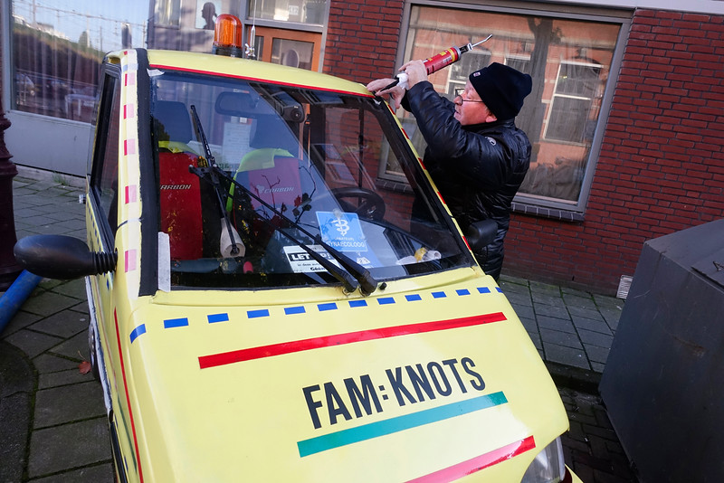 Nederland, Amsterdam, Amsterdam Oost, Dapperbuurt. 22 oktober 2016, De heer van der Werf heeft  twee Canta's, deze heeft hij voor de zekerheid, voor als zijn vrouw plotseling naar het ziekenhuis moet en de andere Canta kapot is. Oorspronkelijk was hij donkergroen,  de vorige eigenaar had er  drie duizend kilometer mee gereden  toen hij een ongeluk kreeg. Daarna durfde hij niet meer. Jarenlang stond hij binnen, dus qua motor is hij top.foto: Katrien mulder
