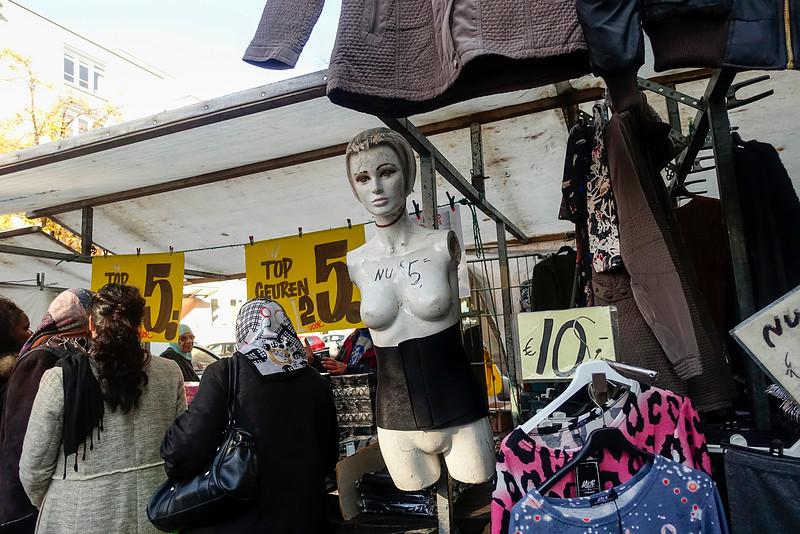 Nederland, Amsterdam, Amsterdam Oost, Dapperbuurt. 22 oktober 2016, dappermarkt, foto: Katrien mulder