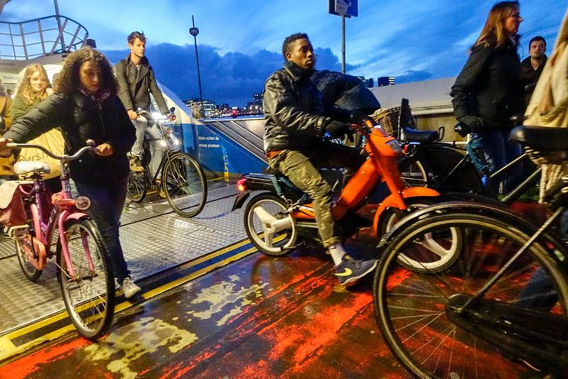 Nederland, Amsterdam, 2 november 2016, buikslotermeer pont, foto: Katrien Mulder
