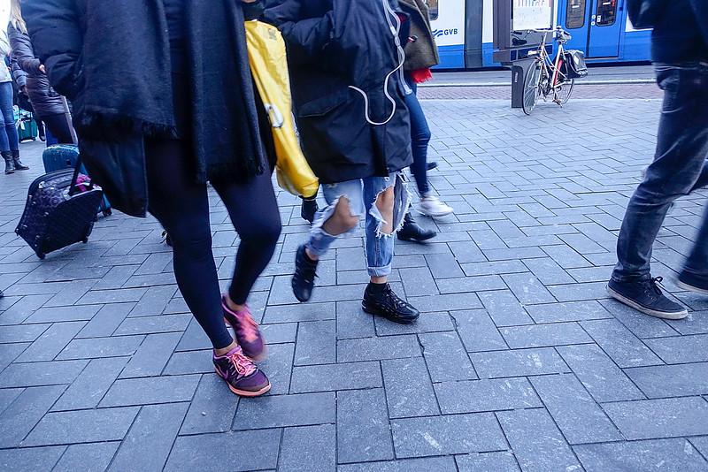 Nederland, Amsterdam, kapotte spijkerbroeken mode, 4 november 2016, foto: Katrien Mulder