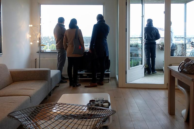 Nederland, Amsterdam, Oostelijk Havengebied, bezichtiging van een koopwoning, 10 november 2016, foto: Katrien Mulder