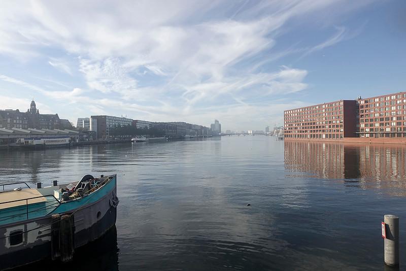Nederland, Amsterdam, vanaf de verbindingsdam tussen Sporenburg en  KNSM eiland/ Java-eiland, rechts Java-eiland; links Veemkade26 november 2016, foto: Katrien Mulder