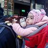 Nederland, Amsterdam, Reguliersbreestraat, vader en kind, 27 november 2016, foto: Katrien Mulder
