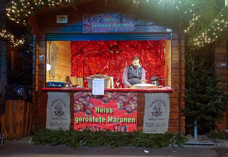 Duitsland, Berlijn, slapende kastanje verkoper, 7 december 2016, foto: Katrien Mulder