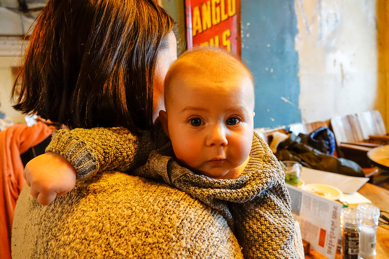Nederland, Amsterdam, Noor, Meije en Elise in cafe van Mechelen14 december 2016, foto: Katrien Mulder