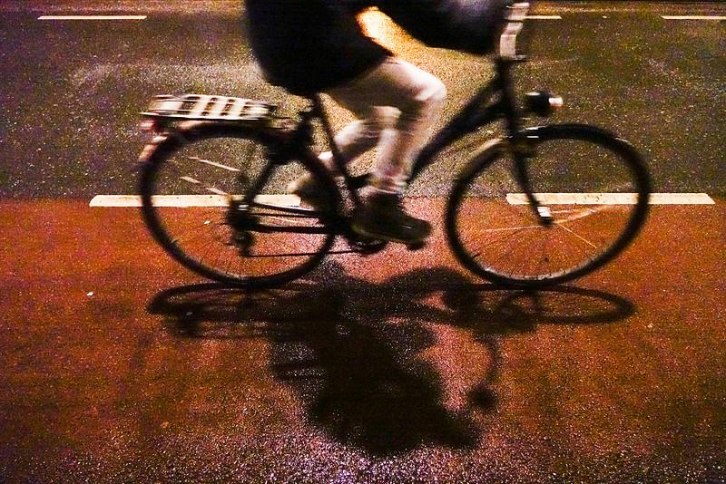 Nederland, Amsterdam, fietsen in het donker, 21 december 2016, foto: Katrien Mulder