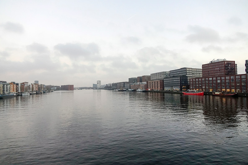 Nederland, Amsterdam, uitzicht vanaf de Jan Schaeferbrug richting Oost, 22 december 2016, foto: Katrien Mulder