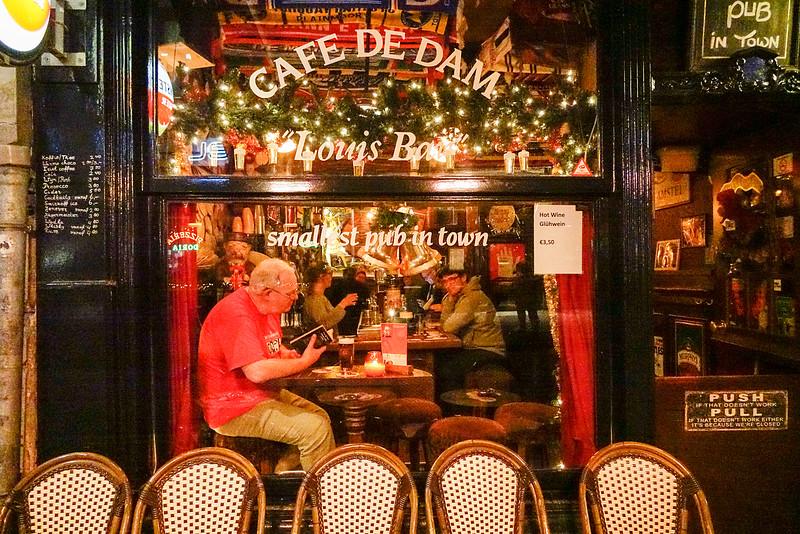 Nederland, Amsterdam, Cefe in de Damstraat, 22 december 2016, foto: Katrien Mulder