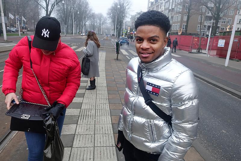 Nederland, Amsterdam, Linnaeusstraat, modieus geklede jongeren wachten op de tram, 29 december 2016, foto: Katrien Mulder