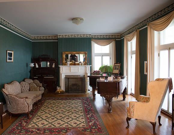 JOED VIERA/STAFF PHOTOGRAPHER- Burt, NY-A room inside the Vanhorn Mansion.