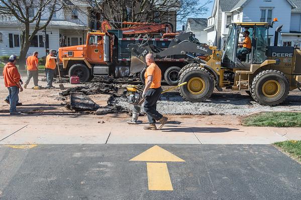 JOED VIERA/STAFF PHOTOGRAPHER- Lockport, NY-Crews repair a water main break on East Avenue at McCollum Street.