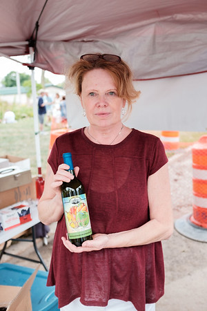 JOED VIERA/STAFF PHOTOGRAPHER-Lockport, NY-Kim Seddon holds up the Taste of Lockports winning Sweet Sip. Marjim Manors Applegria.