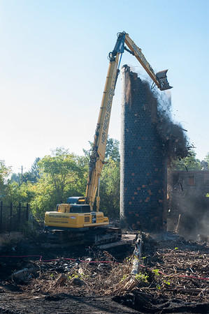 JOED VIERA/STAFF PHOTOGRAPHER-Lockport, NY-The EPA demolishes the FlintKote silo .Saturday, September, 27, 2014.