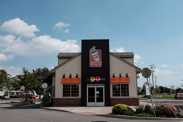 JOED VIERA/STAFF PHOTOGRAPHER-Lockport, NY-  Dunkin' Donuts at the Town Square Plaza on Dysinger Road.