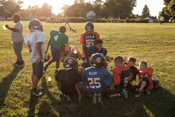 JOED VIERA/STAFF PHOTOGRAPHER-Lockport, NY-Lockport Little Loop Panthers take a break during practice.