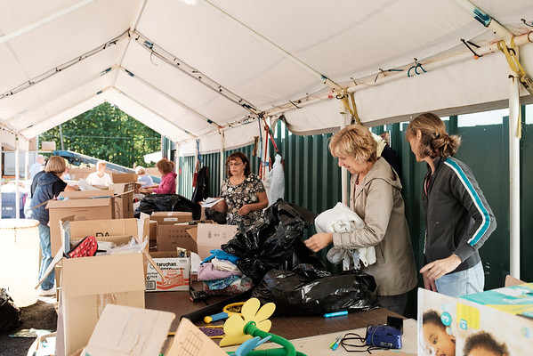 JOED VIERA/STAFF PHOTOGRAPHER-Amherst, NY-Volunteers pack boxes of donations being shipped off to Nicaragua.