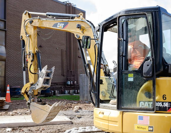 JOED VIERA/STAFF PHOTOGRAPHER-Lockport, NY- Construction continues on Pine Street.